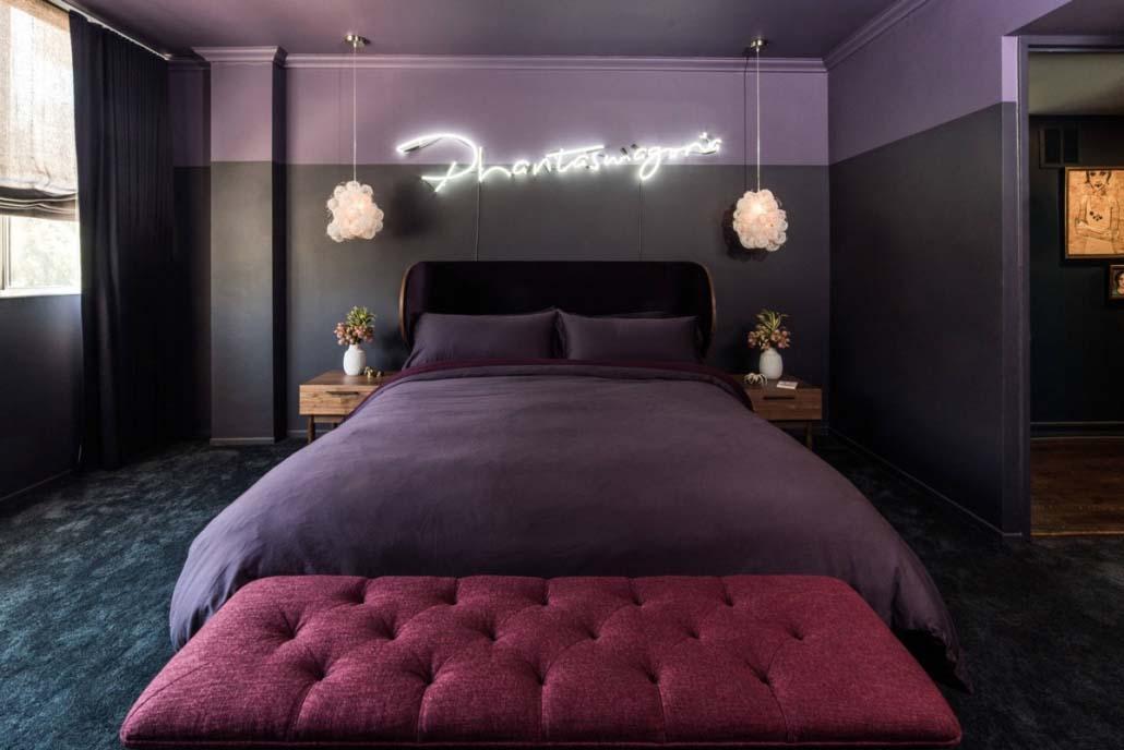 Cửa phòng master đối diện với giường ngủ