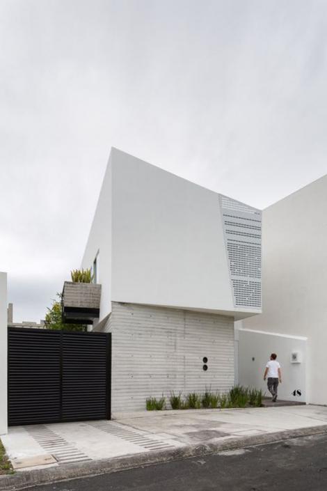 Mẫu nhà hai tầng mái bằng có giếng trời